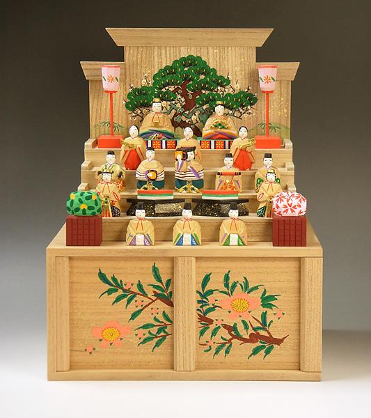 神泉・作、奈良の一刀彫段飾雛(小)の画像
